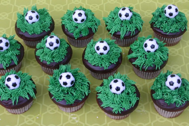 soccer cup cakes_3154
