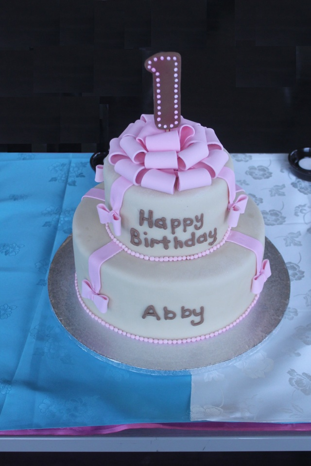 7944 Hye Beak first birthday cake w- bows 3-23-15 7944