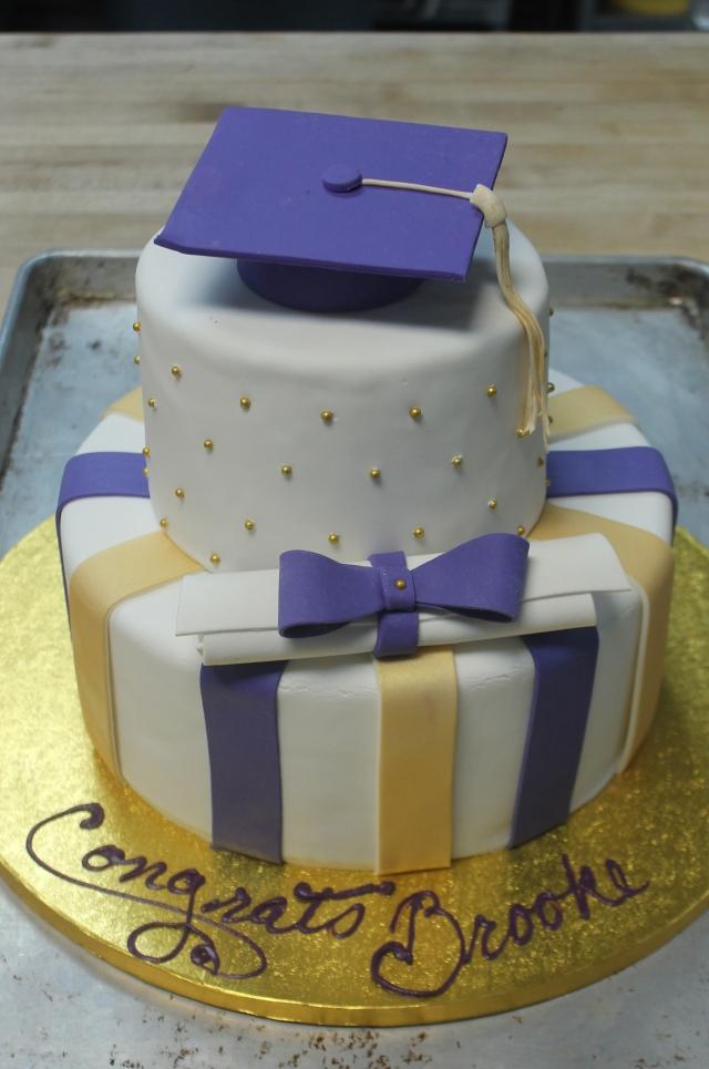 8983 UW Tiered Grad Cake