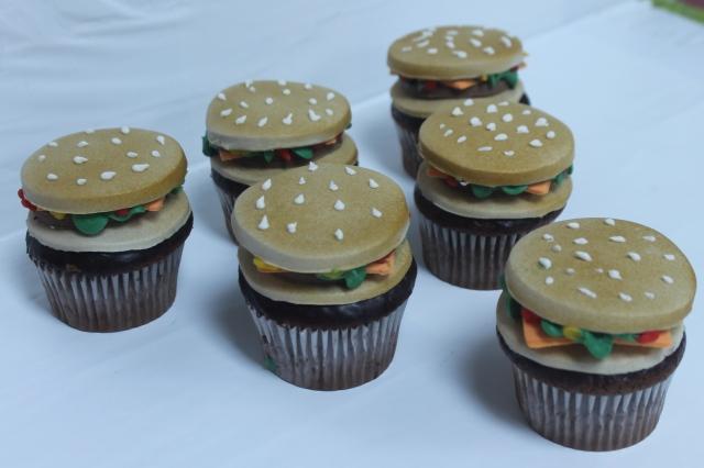 7890Hamburger cup cakes